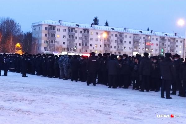 Алексей рассказал, что сотрудников полиции было несколько сотен человек