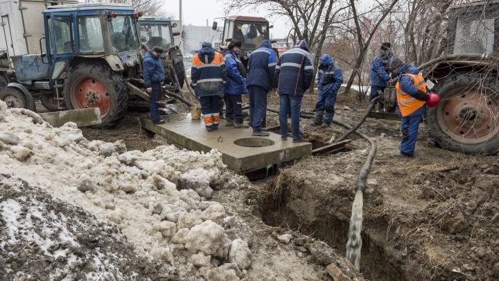 В Волгограде отключают подачу воды в жилые дома из-за аварии на магистральном водоводе