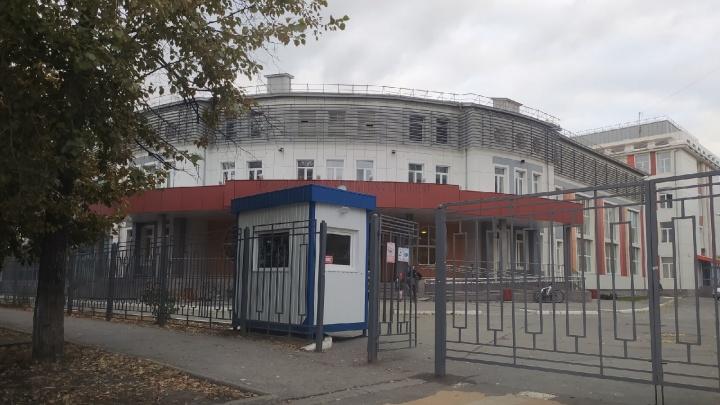 Около тюменских школ ставят новые пункты охраны. Рассказываем зачем