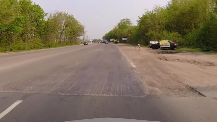 «Здесь кончается дорога»: на Ракитовском шоссе рабочие срезали старый асфальт