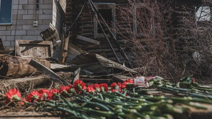 «Их нашли в доме на своих местах, все угорели»: подробности трагедии в Кудымкаре, где на пожаре погибла семья
