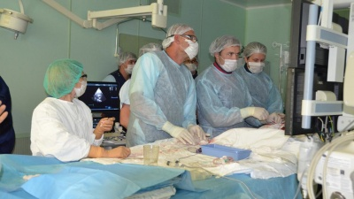 Архангельские хирурги установили сердечный клапан пенсионеру через один прокол. Это впервые в регионе