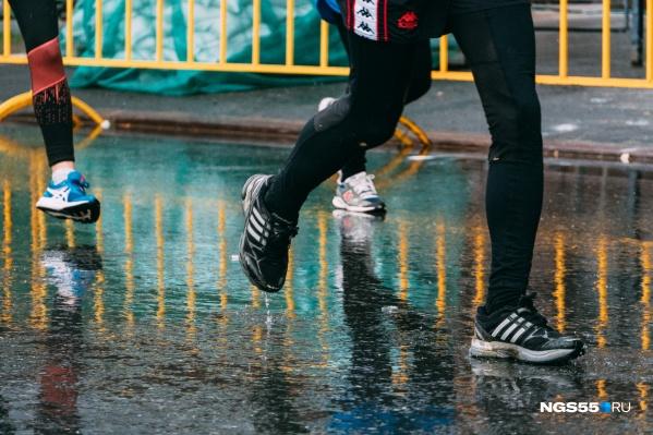 """Сибирский международный марафон проходит в Омске в <nobr class=""""_"""">31-й</nobr> раз. В прошлом году мероприятие отменили из-за коронавируса"""