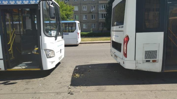 В Уфе мужчину зажало между двумя автобусами «Башавтотранса»