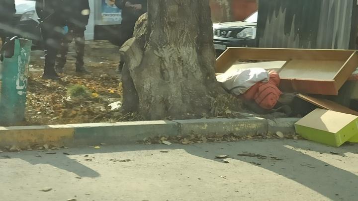 На Затулинке нашли тело человека — оно лежало рядом с мусорными контейнерами у дома