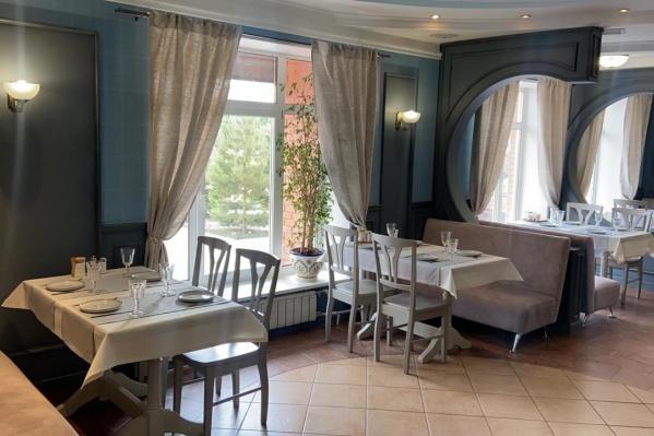 Шеф-повар ресторана приехал в Омск из Сочи, где работал в популярном ресторане Red Fox