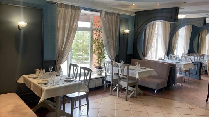 В Омске открылся ресторан «Адвокат» с азиатской окрошкой и лангустинами в меню