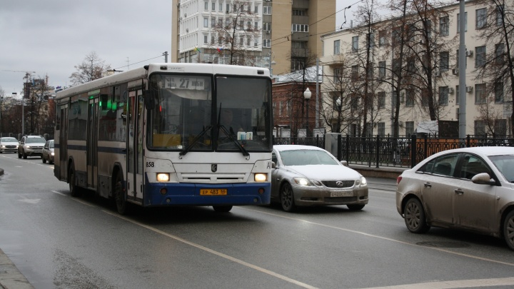 Популярным автобусам маршрута №27 обустроят новую конечную остановку. Старая небезопасна