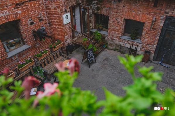 Дворик Старокирпичного переулка