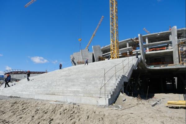 Уже видны очертания будущей ледовой арены