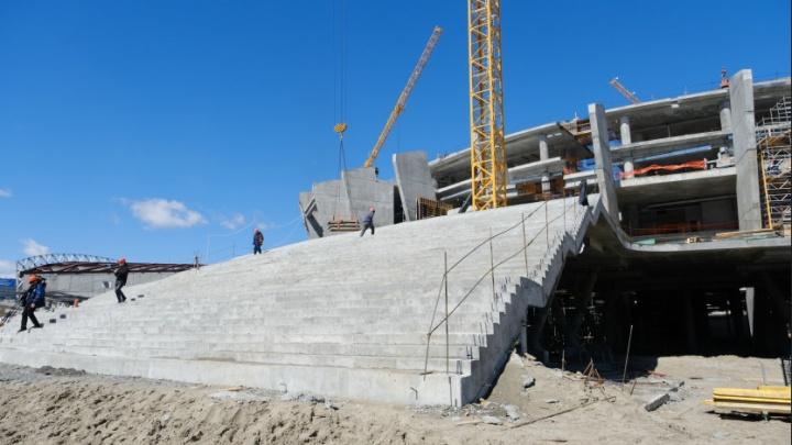 К витражному остеклению фасадов приступят уже в июне: как строят ледовую арену для чемпионата мира