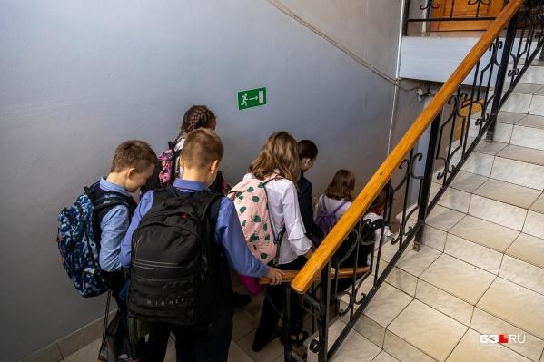 По мнению активистов, пристраститься к вредным привычкам могут и дети из социально благополучных семей