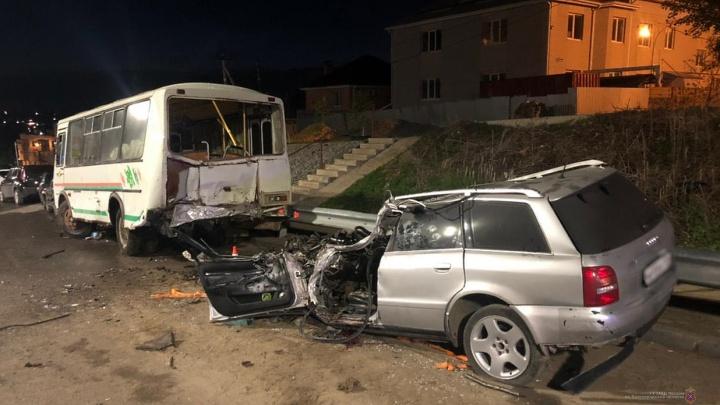 Спидометр замер на 160 километрах в час: жуткое ДТП в Советском районе Волгограда, есть погибшие