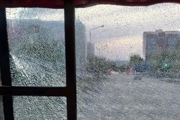 Подросток стрелял по автобусам из пневматического пистолета
