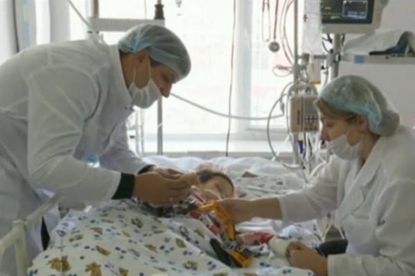 """Мальчик долгое время был в больнице, он <a href=""""https://72.ru/text/gorod/65558541/"""" class=""""io-leave-page _"""" target=""""_blank"""">скончался от развившихся осложнений</a>"""
