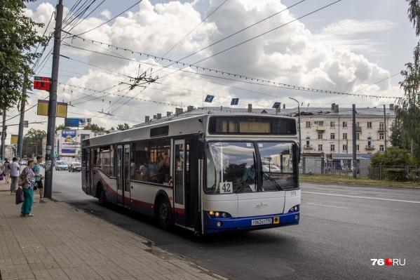 Пассажиры автобуса № 42 довольны, а пассажиры автобуса № 57 — не очень