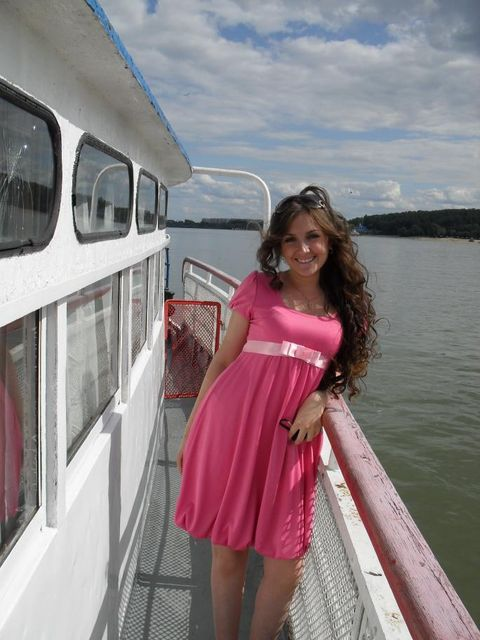 Кристина выбрала кокетливое розовое мини