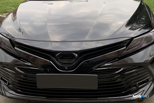 Автомобиль тюнингован в черном стиле