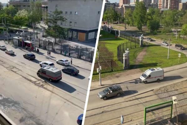 Жители домов в центре города заметили несколько машин с мигалками