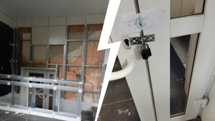 Жильцы дома, в котором работала «проститутошная», повесили замок на дверь помещения