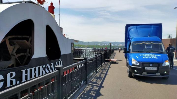 Музей «Святитель Николай» эвакуируют с парохода из-за выхода Енисея из берегов