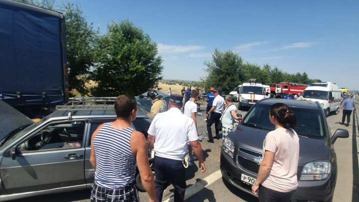 В массовом ДТП на трассе М-4 погибли две женщины, подросток и годовалый малыш