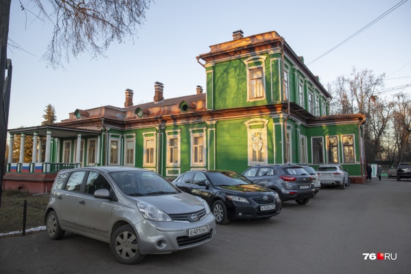 Депутаты Михаил Уваров-Корюгин и Роман Козлов могут сегодня лишиться своих мандатов