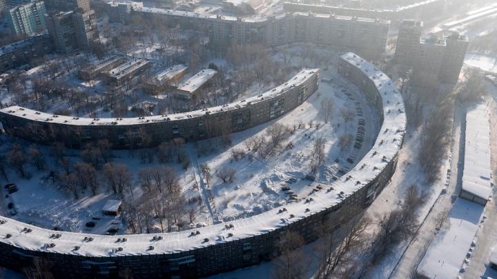 Новосибирский фотограф сделал крутые снимки необычного дома в Новокузнецке. Показываем кадры с высоты
