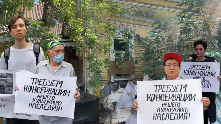 Жители Уфы вышли на пикеты в защиту исторических зданий города