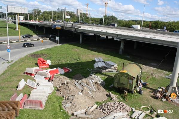 Дорогу под мостом придется закрыть из-за строительных работ
