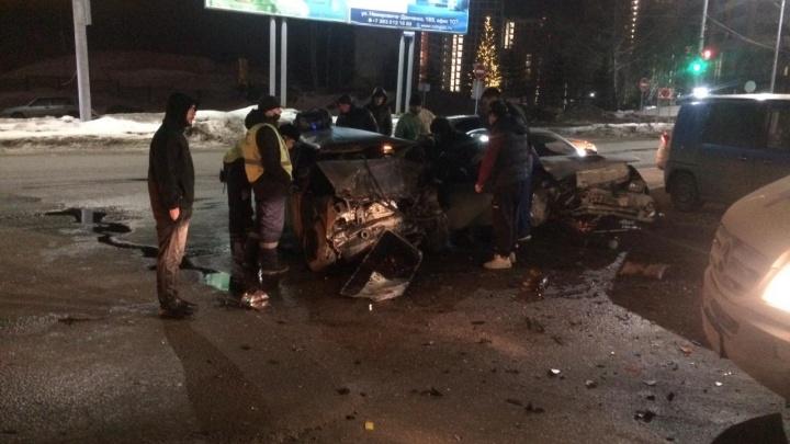 Четыре автомобиля столкнулись ночью на площади Лыщинского— публикуем фото с места аварии