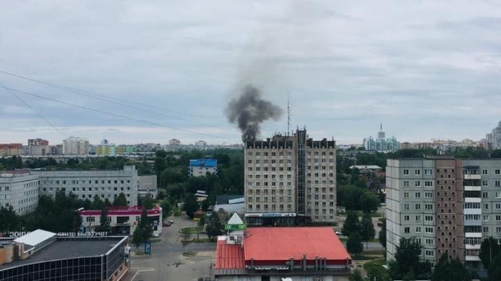 В Архангельске загорелись сараи у деревянных домов — второй раз за два дня