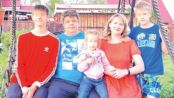 Чудом выжившую в автокатастрофе под Саратовом трехлетнюю девочку готовят к перевозке в Екатеринбург