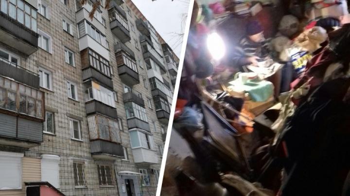 В захламленной квартире на Некрасова умерла пенсионерка— ее не могут похоронить уже 10 дней