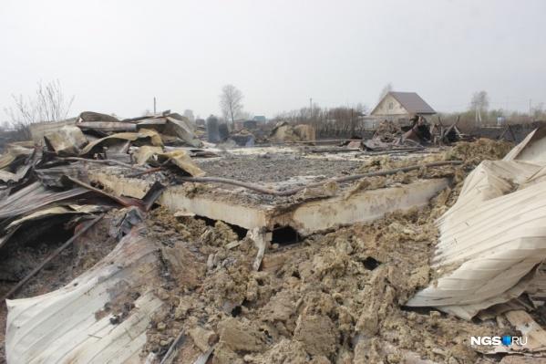 """Пожар нанес ущерб имуществу <nobr class=""""_"""">63 человек</nobr>"""