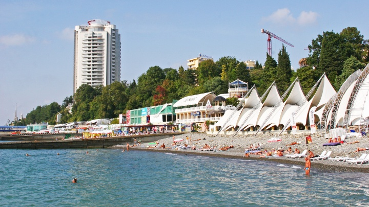 Сезон отпусков в Сочи сорвут не антипрививочники. Отельеры о том, почему туристы отказываются ехать на русский Юг