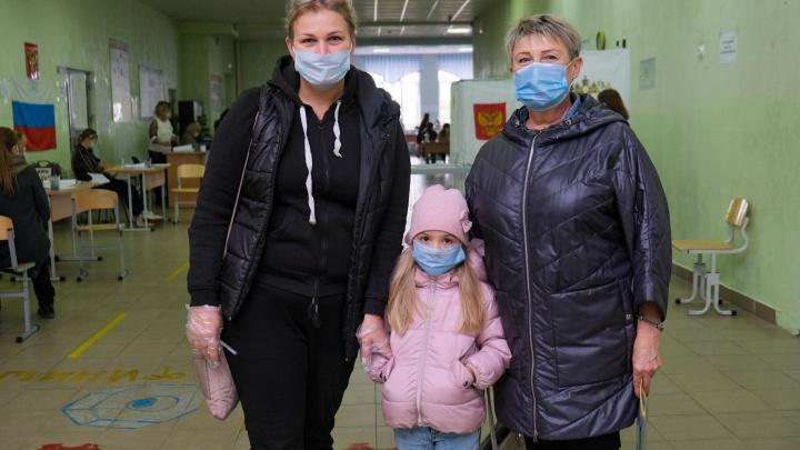 Великий Новгород голосующий: фоторепортаж с избирательных участков