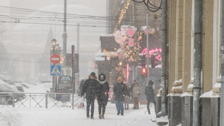 В Новосибирске видимость на дорогах из-за снегопада снизилась до500метров
