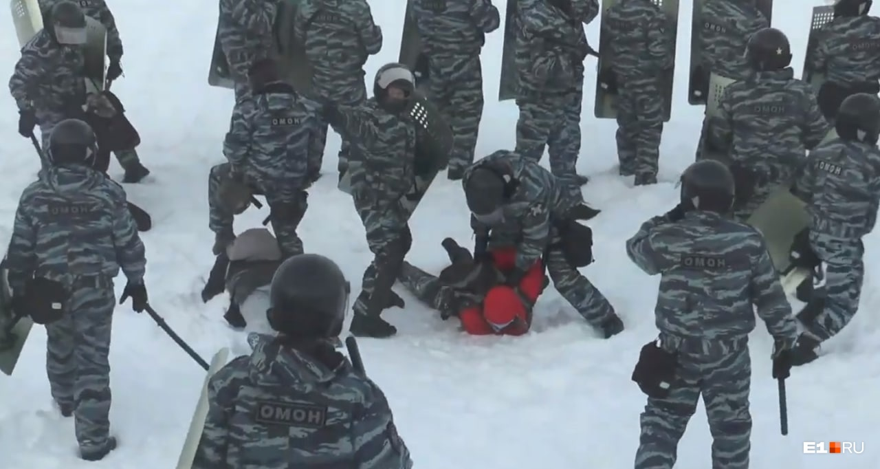 ОМОН задержал на льду четверых