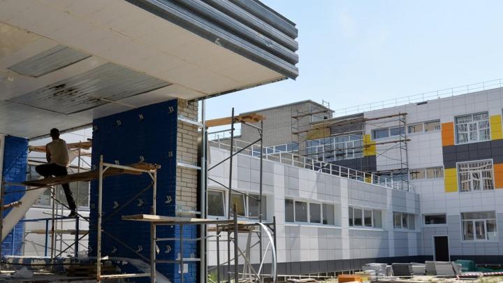Власти Кургана пообещали вскоре завершить ремонт в школе № 11