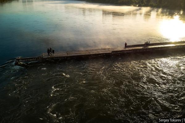 Фото сделано сегодняшним утром в рассветном тумане