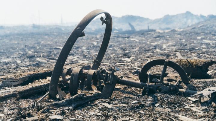 После пожара, уничтожившего половину деревни, следком обвинил главу администрации в халатности
