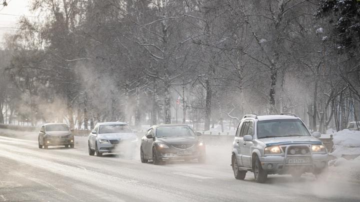 Мэрия запретила машинам останавливаться на одной из улиц рядом с Первомайским сквером