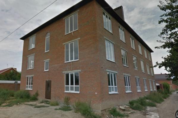 Дом стоит на улице Западной