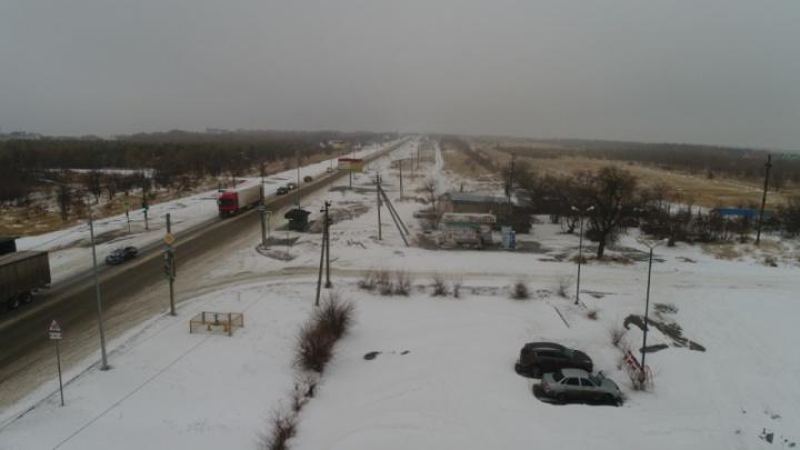 Лучше всего отказаться от машин: из-за буйства стихии на трассы Волгоградской области вывели спасателей