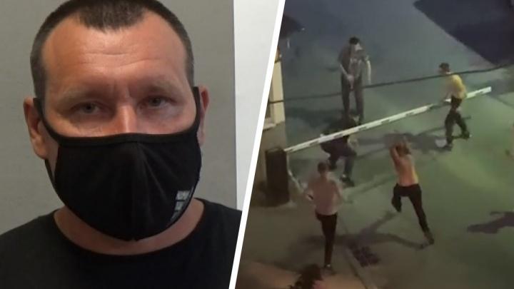 «Увидел на Е1, пришел и сдался»: полиция опубликовала видео с допросом амбала, который ударил прохожего трубой у троллейбусного депо