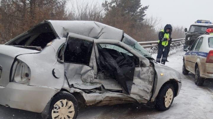 В Башкирии «Лада-Калина» и грузовой УАЗ попали в смертельное ДТП