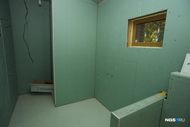 Сложным вопросом Юрий назвал совмещение дерева и гипсокартона в ванной на втором этаже
