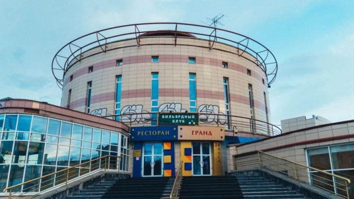 Пустующий торговый комплекс «Летур» в центре Омска снова выставили на торги