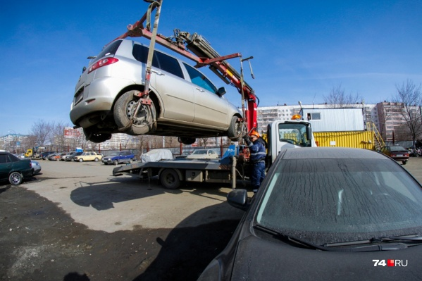 Эвакуировать машину, припаркованную в неположенном месте, специалисты успевают за несколько минут